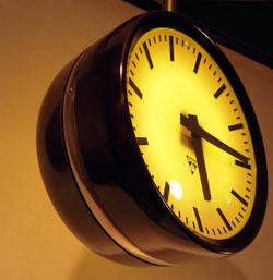index horloge double face bakelite. Black Bedroom Furniture Sets. Home Design Ideas