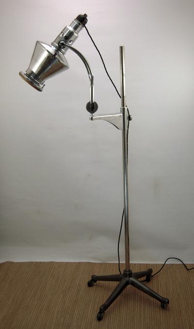 lampadaire industriel 1930 sollux. Black Bedroom Furniture Sets. Home Design Ideas